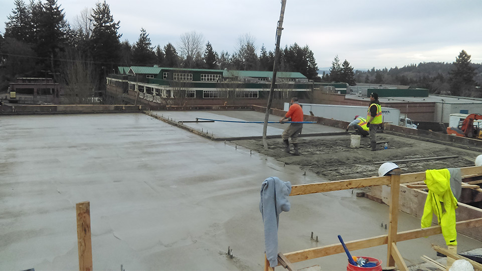 Finishing the concrete surface